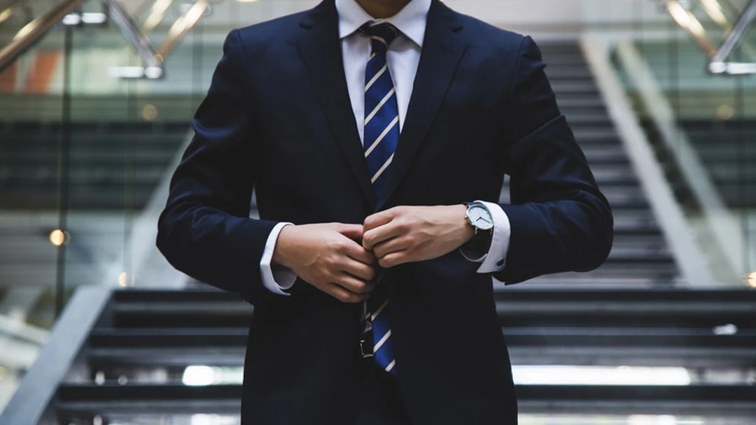 5 Style Tips for Wearing a Suit Without a Tie
